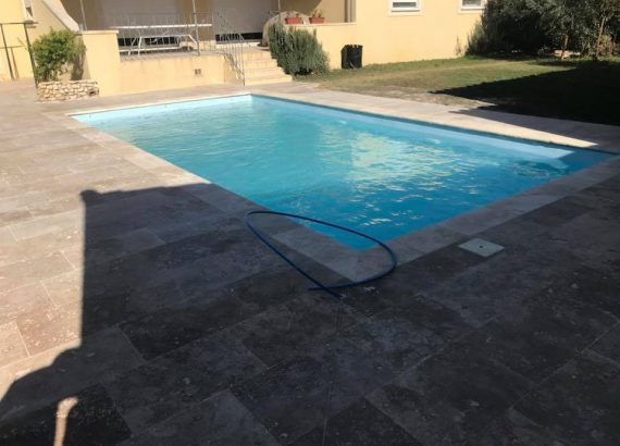 http://ccb-chapes.fr/wp-content/uploads/2018/12/piscine-maillane-terrasse-travertin-570x410.jpg