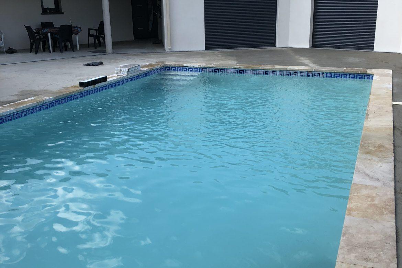 chape-talochee-terrasse-piscine-uzes