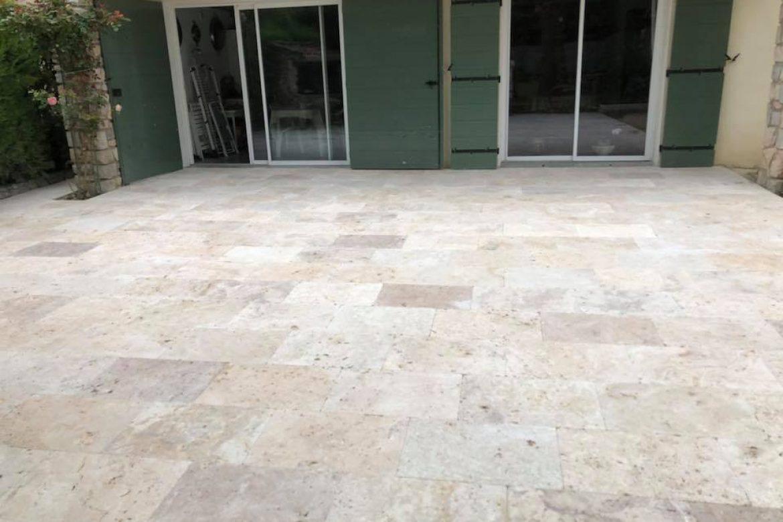 stétiennedugres-travertin-terrasse-exterieur
